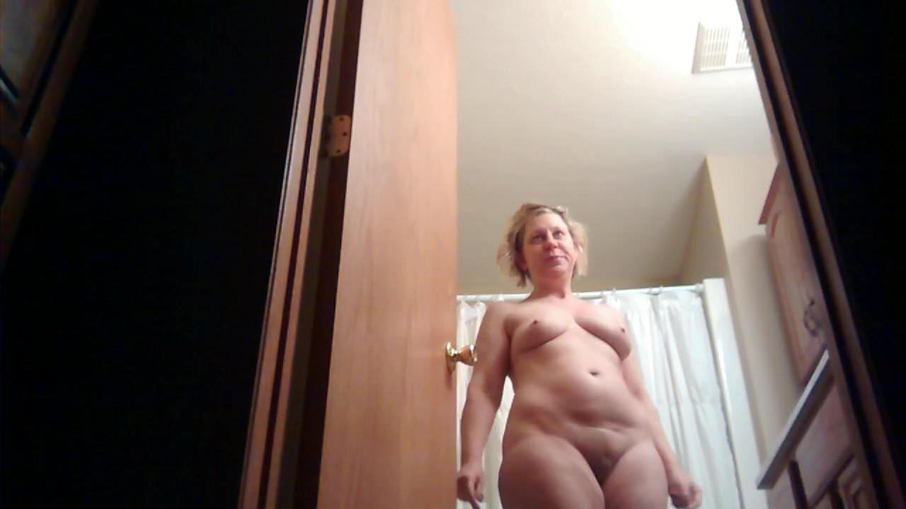 Голые Женщины Видео Волосатые Скрытая Камера