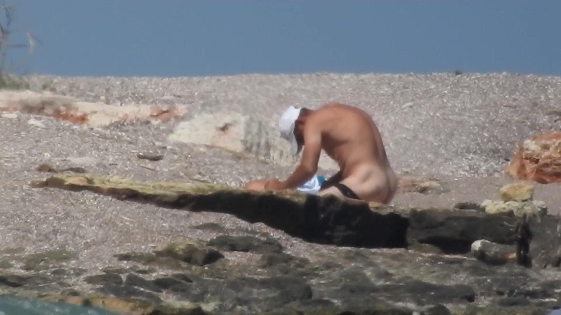 Какое Наказание За Появление На Пляже Обнаженным