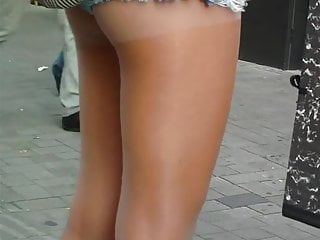 candid pantyhose beine
