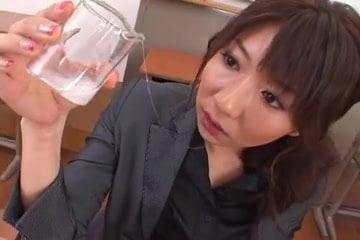 爆乳痴女の櫻井ゆうこが手コキフェラやパイズリしてゴックン三昧