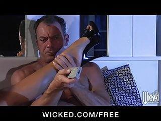 Eva mendezs tits Wicked - big-tit brunette mykayla mendez rides big-dick