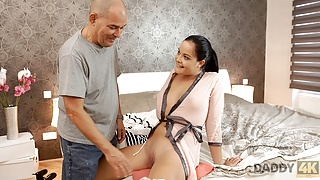 DADDY4K. Daddy of lazy boyfriend is more passionate in bed
