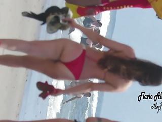 Www bikini usa com Rabudinha com biquini vermelho