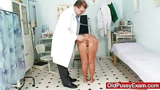 Skinny blond cougar kinky pussy checkup