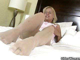 Mature women in nylon stockings American milf payton leigh gets aroused in nylon stockings