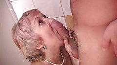 Sex with granny in the bedroom