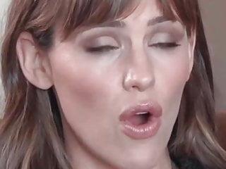 Garner jennifer kiss lesbian - Jennifer garner loop 1