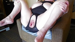 Amateur sluts legs up and spread