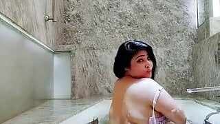Rajsi verma bathing tub