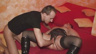 Amateur german lady gets her pussy fisted