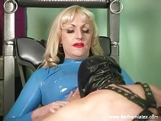 Latex bold face Mistress kelly latex femdom face sitting