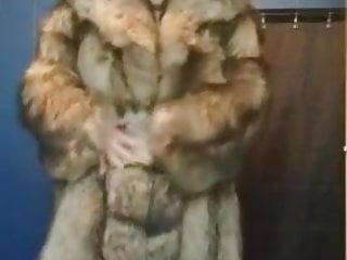 Woman posing sexy pic Fat woman posing in fur coat