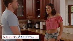 Naughty America - Kendra Spade флиртует и трахается с ее соседом