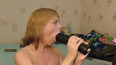 Hot MILF having fun with sextoys on webcam.