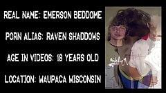 18-летняя фембой Emerson в постели