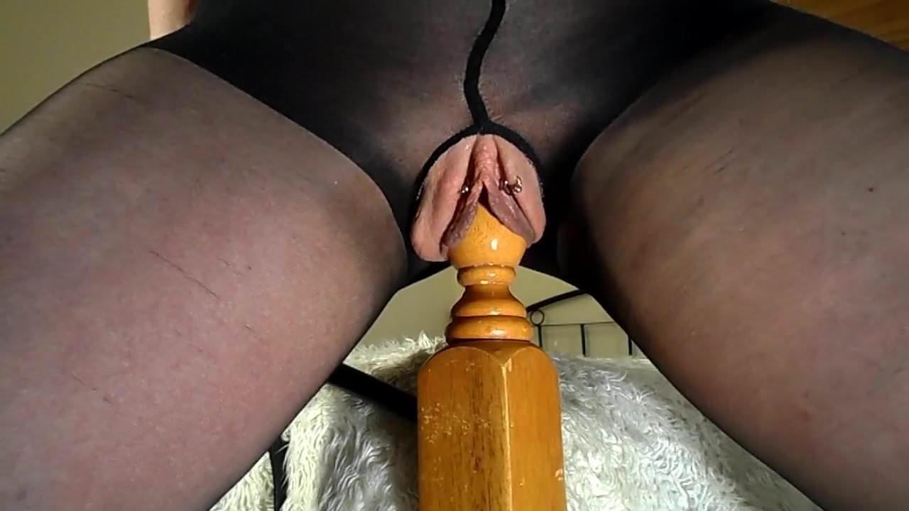Amateur Milf Rides Her Bedpost - Multiple Squirting-1091