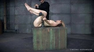 BDSM – Mouth Is Pulled Open