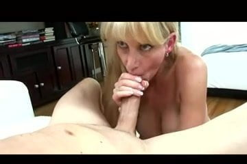 Pov Blondine Cougar Blowjob