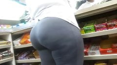 Juicy ass ebony milf
