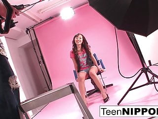 Naive teen sex tube - Naive teen tricked into getting finger fucked for a photo