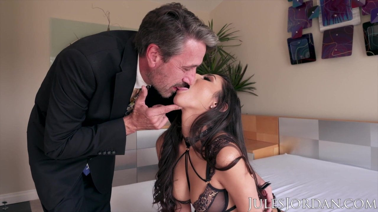 Free download & watch jules jordan old man wins the gianna dior auction          porn movies
