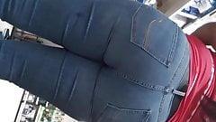 Чернокожая милфа в джинсах (неотредактированное)