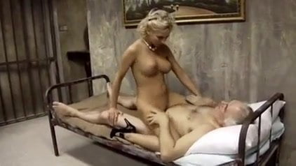 alike Kaley cuoco porn look