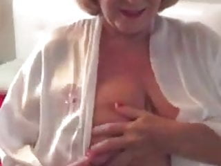 Amateur asian poser Huge - granny poser