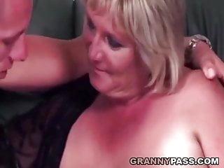 Bbw grandmas fucking video Chubby grandma fucks a young cock
