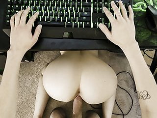 Hermanastra Follando Al Gamer Para Pedir Ayuda - Kenzie Madison