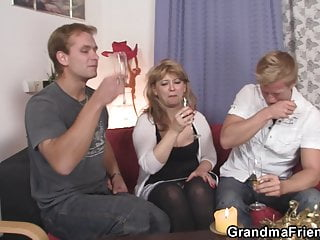 Handjob two cocks at once - Hot mommy loves swallowing two cocks at once