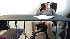 Panna Erin rucha się ze studentką po zajęciach