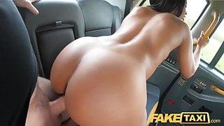 Fake Taxi Ebony horny beauty Lola Marie tests cabby