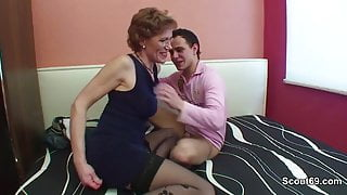 Mom with perfect body want to fuck german step-step son !