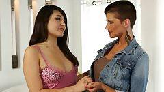 Hot Lesbians Milfs