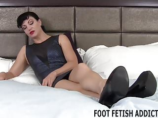 Womens feet during sex I know all about your fetish for womens feet