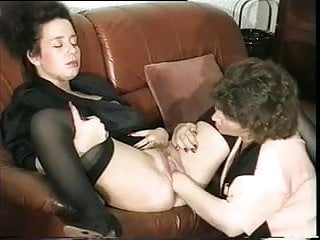 Curvy mature stockings - Smiley curvy brunette frau