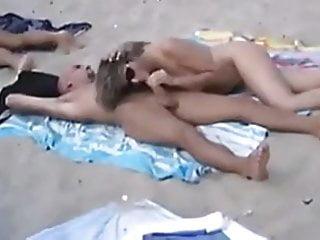 Conseguir pareja sexual en cancun - Pareja cojiendo en playa publica