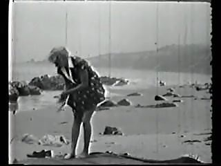 Vintage beach girl Vcl0498 vintage girl on beach