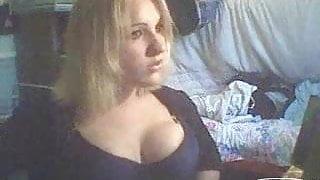 chick shows her tits