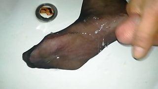 Cum on my Nylon feet soles