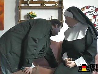 Titten amateur Nonne mit dicken titten