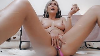 Sexy Squirting Blonde Webcam MILF Using Dildo And Vibrator