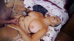 Cette femme mature mature adore le sexe avec une grosse bite