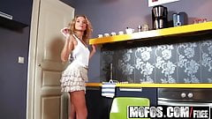 Mofos - Shes A Freak - Hungry Hos Do It In the Kitchen starr