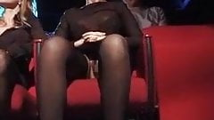2 Nanas Viennent se faire enculer au Cine Porno