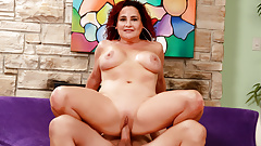 Getting Dirty with Experienced Mature Amanda Ryder