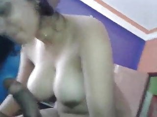 Mature woman kissing pussy - Young woman fucked by bf