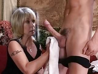 Wash dicks - Milf washes his dick