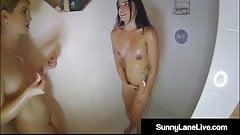 Le sensuali sorelle strappate sunny lane e la sua sborrata in doccia!